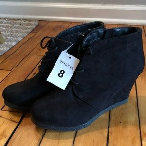 NEVER BEEN WORN Black Wedge Ankle Booties (8)